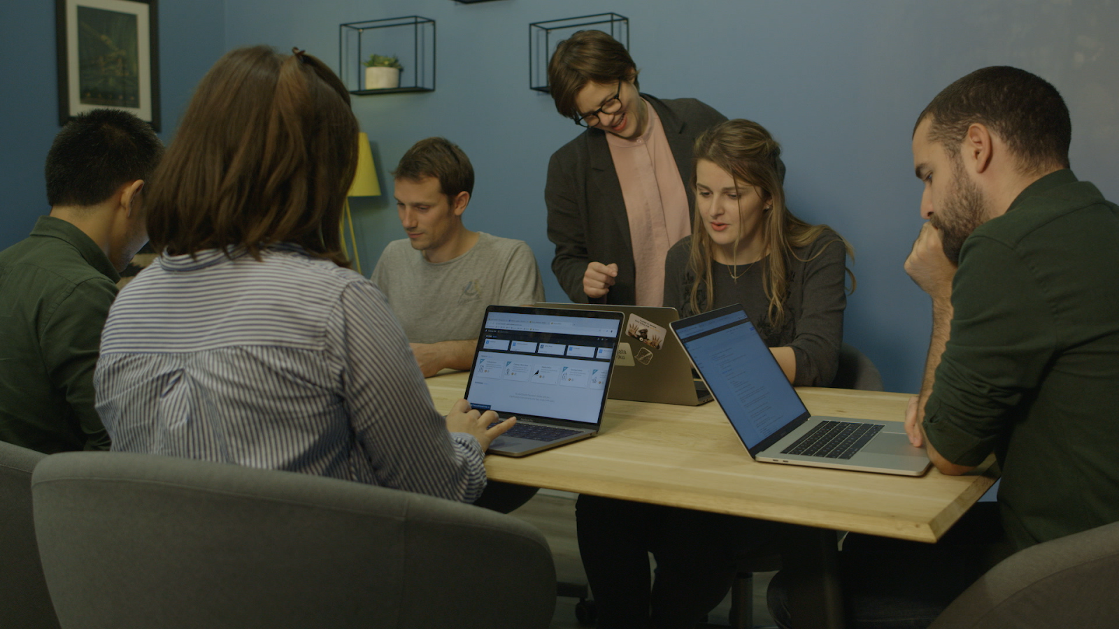 Dataiku coworkers working together in a blue conference room