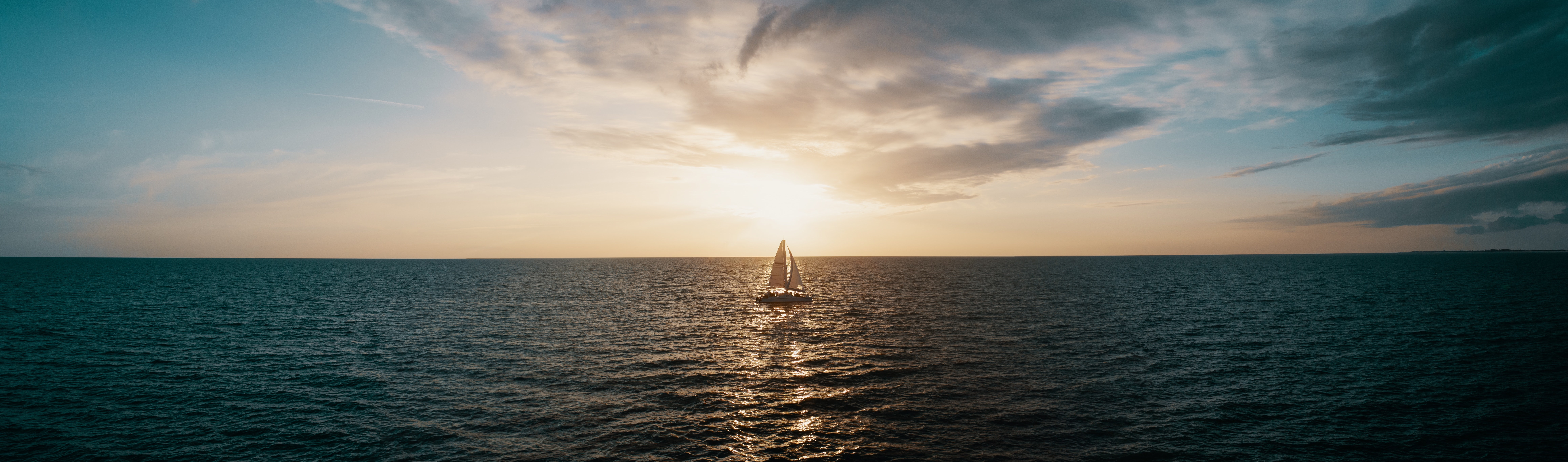 sailboat-drifting-on-open-water